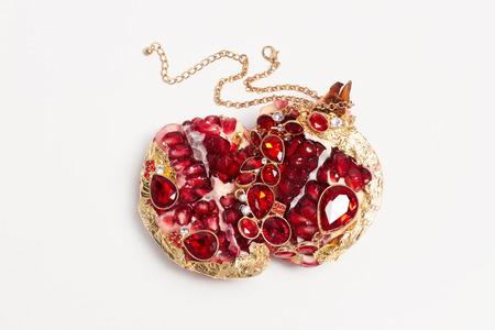 piedras preciosas: belleza todavía life.jewelry fruta. piedras preciosas de color rojo granada