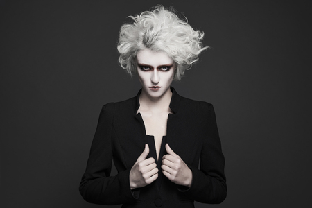 fashion young woman with white skin and hair with clown make-up.freaky halloween make-up style girl Standard-Bild