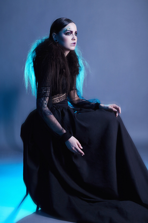 fashion witch woman with halloween make-up. halloween concept. mystic girl Stock Photo - 103367444