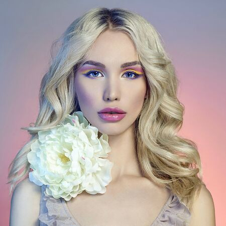 fashion portrait of beautiful blond girl with flower. make-up beauty young woman Stockfoto