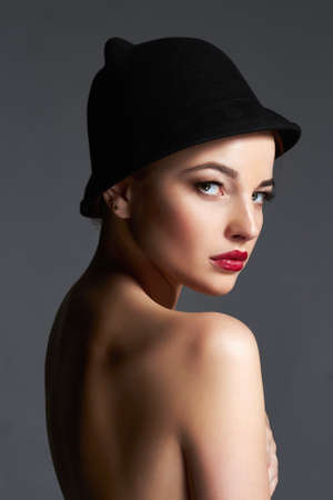 Beautiful naked woman in hat. nude body girl with make-up and Hat. beauty fashion portrait Stockfoto