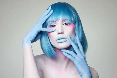 Beautiful girl with Blue Hair, hands and art make-up. Fairy beauty young woman Banque d'images