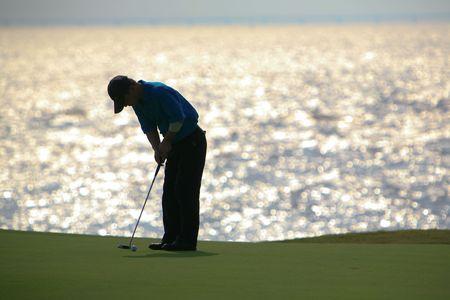 rough sea: golfer strikes17