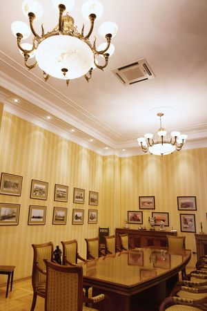 lustre: BAKU, AZERBAIJAN - 17 June, 2015: Room in the Villa Petrolea the interior of the main room