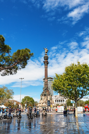 colom: Barcelona, Spain - April 17, 2016: Statue of Christopher Columbus pointing America, touristst travel by segway