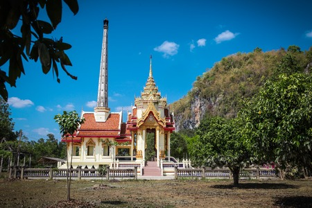 Wat Thep Charoen near Chumphon, Thailand. Located in Tambon Thakham, monastery is located at the foot of the hill Rapro in the ancient seaport Foto de archivo