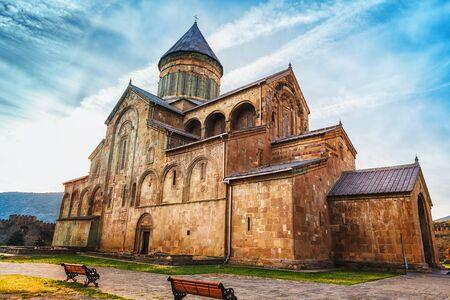 조지아 멧 쉐타에있는 Svetitskhoveli 정교회 성당. 조디악의 벽화가있는 교회