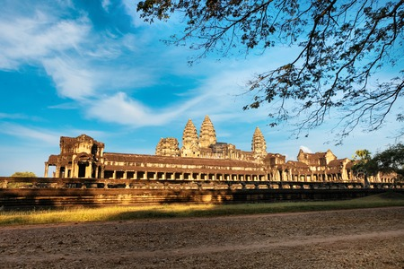 korat: Side Front view of Angkor wat main temple in Siem Reap, Cambodia Stock Photo