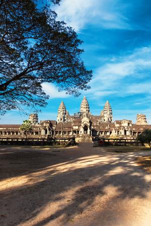 カンボジア・シェムリアップのアンコール・ワット主要寺院の正面図