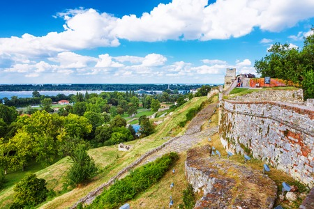 Belgrade Fortress or Beogradska Tvrdjava consists of the old citadel and Kalemegdan Park on the confluence of the River Sava and Danube, in an urban area of modern Belgrade, the capital of Serbia. 免版税图像
