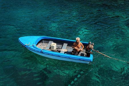 Koh Lang Ka Jew - 9 February, 2014: Old fisherman on the boat in Koh Lang Ka Jew, Chumphon Marine National Park sails biên tập