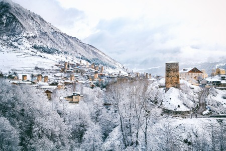Panoramic view on Medieval towers covered with snow in winter in Mestia in the Caucasus Mountains, Upper Svaneti, Georgia. Imagens