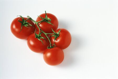 Ripe vine tomatoes, close-up LANG_EVOIMAGES