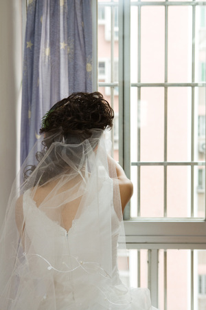 Bride facing window, rear view LANG_EVOIMAGES
