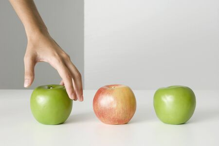Womans hand selecting apple LANG_EVOIMAGES