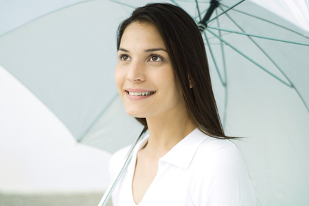 optimismo: Woman holding umbrella, smiling, portrait