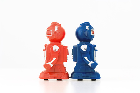 Toy robots standing back to back, side view LANG_EVOIMAGES