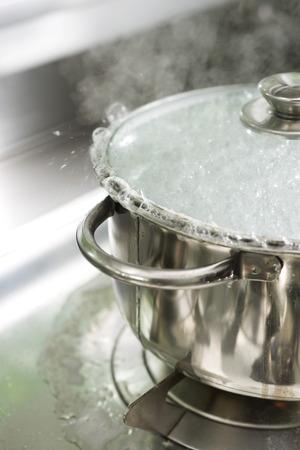 Pot boiling over LANG_EVOIMAGES