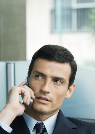 hear business call: Businessman using cell phone LANG_EVOIMAGES