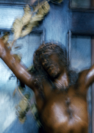 Statue of the Crucifixion, blurred LANG_EVOIMAGES