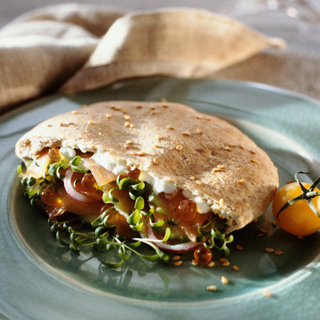 Smoked salmon, watercress and creme fraiche sandwich LANG_EVOIMAGES