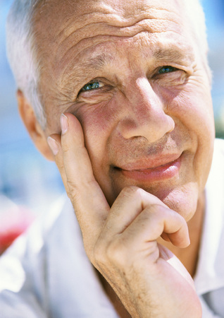 Mature mans face, looking at camera, close-up, portrait LANG_EVOIMAGES