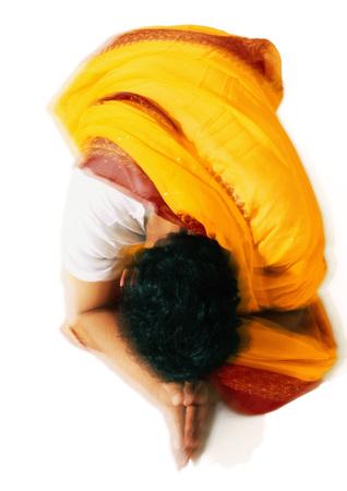 Hinduistischer Mann, der, hohe Winkelsicht betet LANG_EVOIMAGES