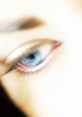 Womans blue eye, high angle view, close-up LANG_EVOIMAGES