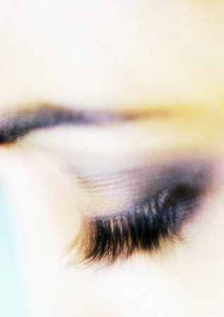 Womans closed eye with make-up, close-up LANG_EVOIMAGES