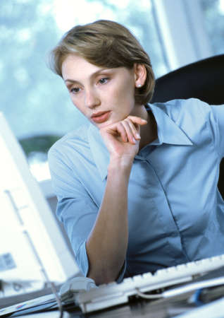 Businesswoman looking at computer LANG_EVOIMAGES