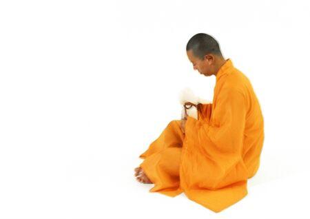 Buddhistischer Mönch sitzt, Seitenansicht