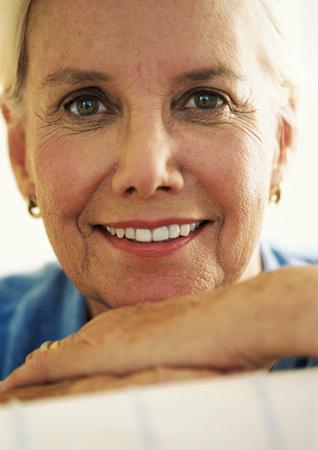 Mature woman smiling, close-up, portrait LANG_EVOIMAGES