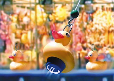 Euro sign under rubber duck LANG_EVOIMAGES