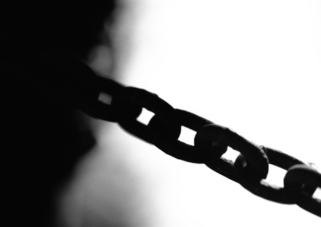 Metal chain, close-up, b&w LANG_EVOIMAGES