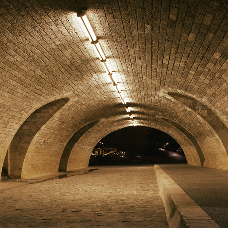 lugubrious: Empty tunnel, night LANG_EVOIMAGES