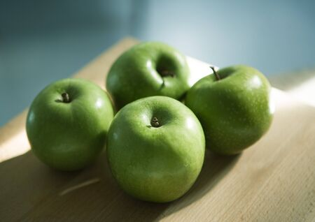 Granny Smith apples LANG_EVOIMAGES