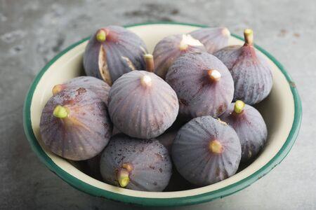 purples: Bowl of ripe figs
