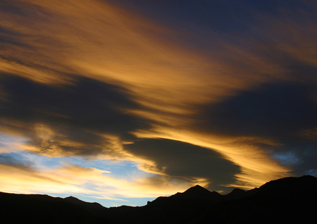 panoramas: Sky at sunset and silhouette of mountains LANG_EVOIMAGES