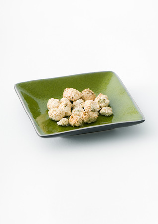 holistic view: Dried chamomile flowers in dish
