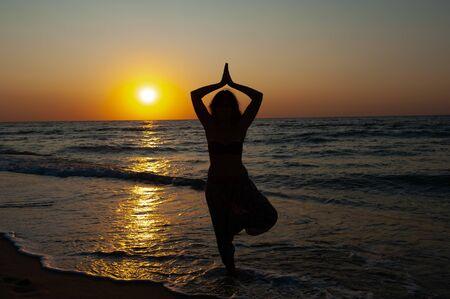 Girl on the seashore at sunset, sunrise Archivio Fotografico