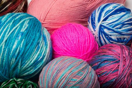 Colored balls of yarn. View from above. Rainbow colors. All colors. Yarn for knitting. Skeins of yarn. Foto de archivo