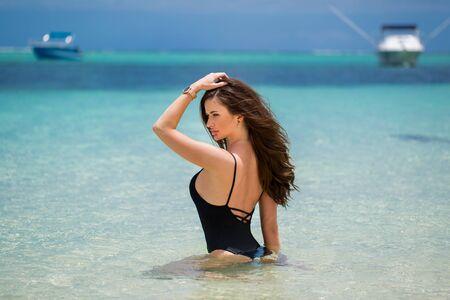 Sexy beach model woman having fun swimming in ocean. Standard-Bild