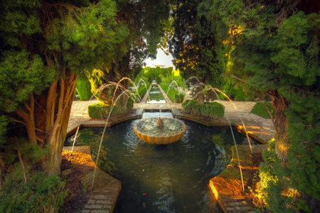 グラナダ: アルハンブラ宮殿の庭園、グラナダ、スペイン 報道画像