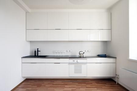 armario cocina: interior de la cocina moderna de estilo minimalista
