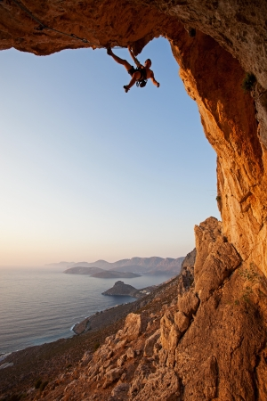 bergbeklimmen: Rock climber bij zonsondergang, Kalymnos, Griekenland Stockfoto