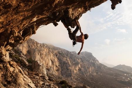 stijger: Rock climber bij zonsondergang, Kalymnos, Griekenland Stockfoto