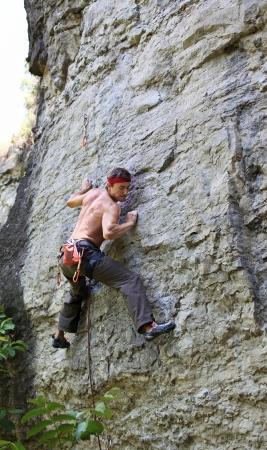 hombres sin camisa: Foto de archivo escalador de roca