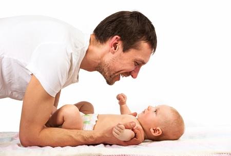 kavkazský: Mladá Kavkazský otec si hraje s dítětem synem