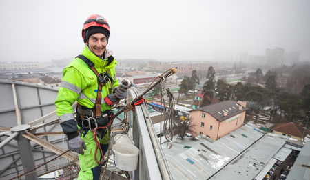 Industrial climber on a metal construction Banque d'images