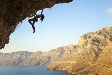 trepadoras: Mujer escalador de roca, Isla de Kalymnos, Grecia